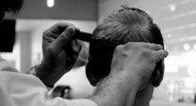 Tatuadores, cabeleireiros e podólogos podem ser aliados na identificação do melanoma - Dra. Lílian Licarião (CRM-SP 140.754 | RQE 40.207)